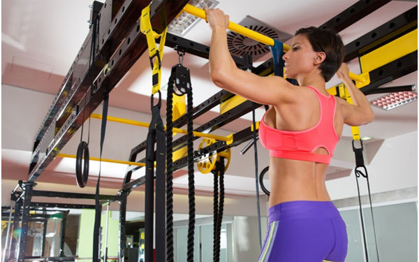 Alternating Knee Twist Pull Ups