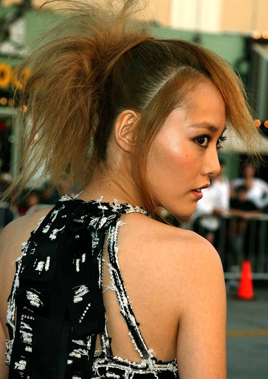 Messy-Voluminous-Ponytail-with-Textured-Bangs