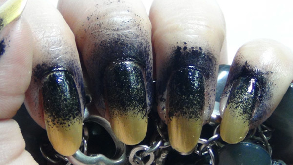 black and golden ombre nails thre