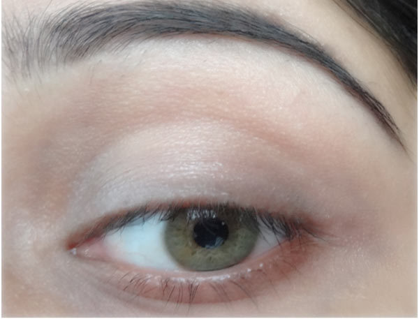 How To Make Eyes Look Bigger With Eyeliner - Step 3: Blend In Primer