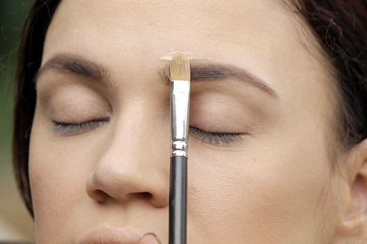 How To Make Eyebrows Thicker? - Step 5: Conceal And Perfect