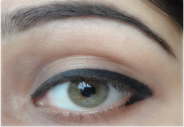 How To Make Eyes Look Bigger With Eyeliner - Step 7: Apply Eyeliner On Lower Lashline