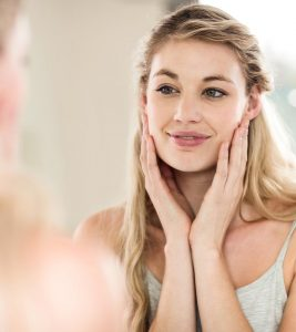 10 Effective Ways To Moisturize Your Skin Naturally