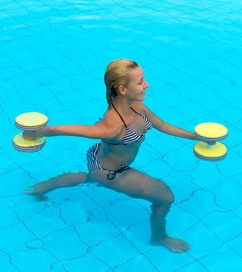Water Aerobics – What Is It And What Are Its Benefits?