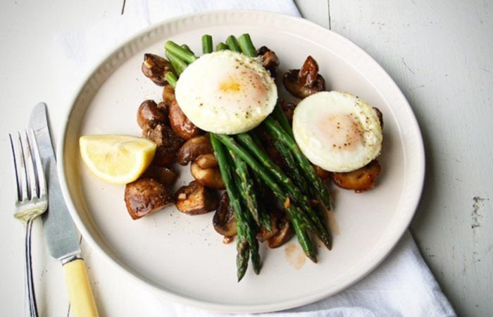 Mushroom Recipes - Roasted Mushroom With Baked Eggs & Asparagus