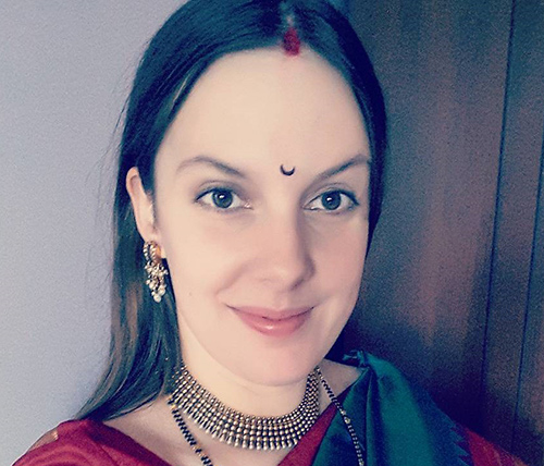 Top 19 Latest Bindi Designs That You Should Try In 2018