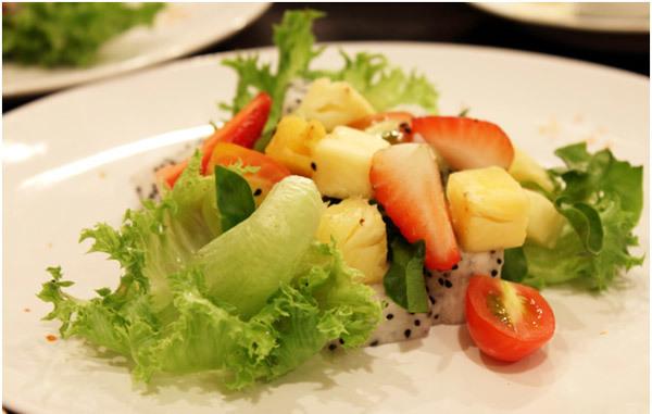 Spinach and Kiwi Salad