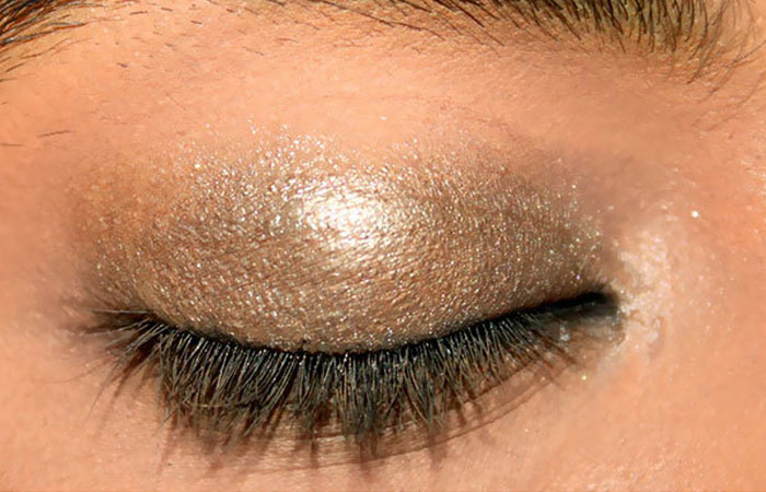 Summer Makeup - Step 1: Apply Eye Primer And Eye Shadow