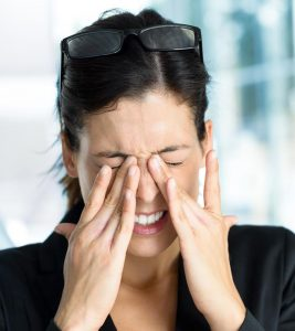 Sore Eyes: Causes + 14 Home Remedies And Prevention Tips