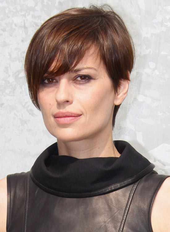 Very-Short-Highlighted-Bob-with-Layered-Fringes