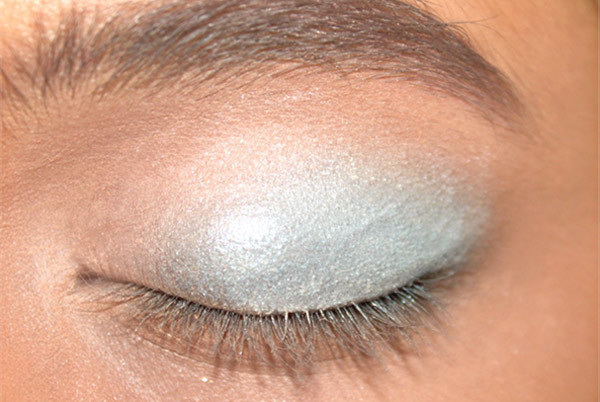 towards the eye makeup