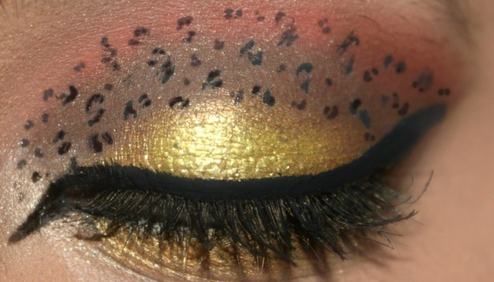 Animal Print Eye Makeup - Step 7: Lift The Crease Area And Complete The Look