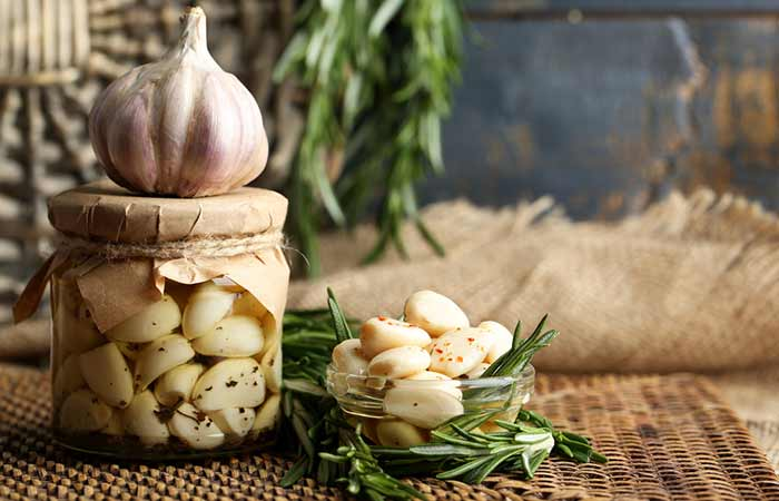 Home Remedies To Treat Jaundice - Garlic