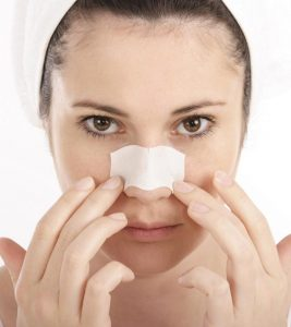 How To Get Rid of Blackheads On Nose Fast (9 Natural Ways)