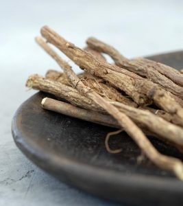 15 Evidence-Based Health Benefits Of Licorice Root