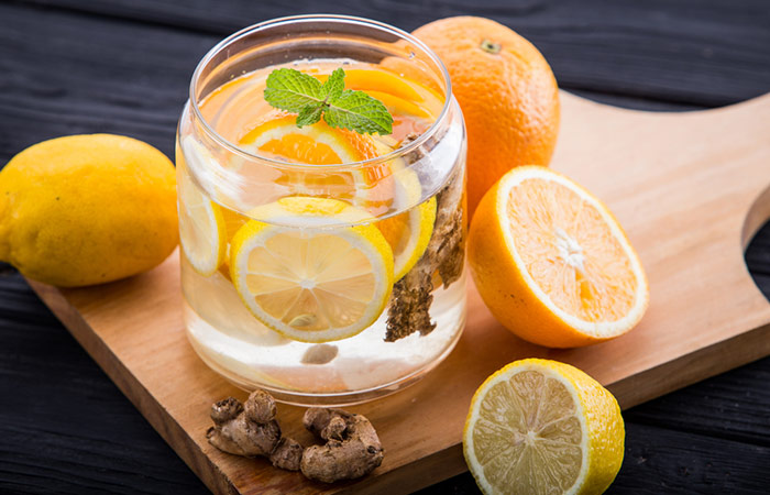 Ginger Orange Water | http://homemaderecipes.com/healthy/12-fruit-infused-water-recipes/