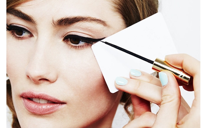 Creating Perfect Winged Eyeliner With Swipe Card