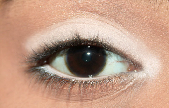 5 Different Ways To Use A White Eye Liner (3)