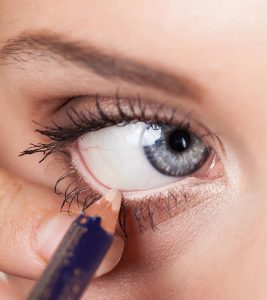 5 New Ways To Wear A White Eye Liner