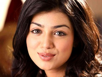 6213-Makeup-Secrets-From-Ayesha-Takia