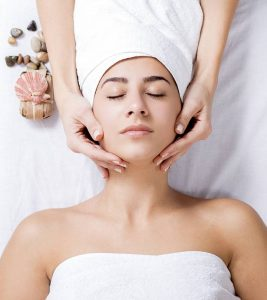 7 Simple Steps To Do A Facial Massage At Home