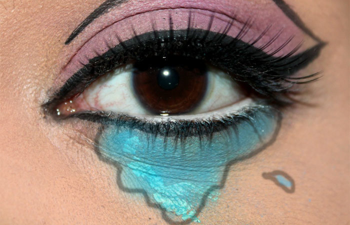 Comic Inspired Eye and Lip Makeup Tutorial (6)