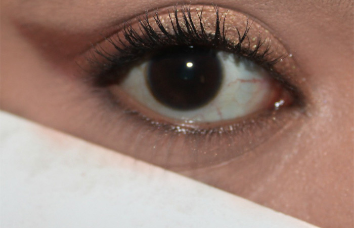 How To Do Eye Makeup With A Business Card (3)