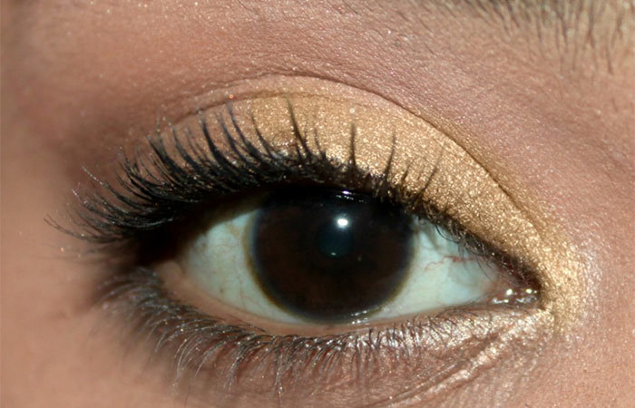 How To Do Eye Makeup With A Business Card (4)