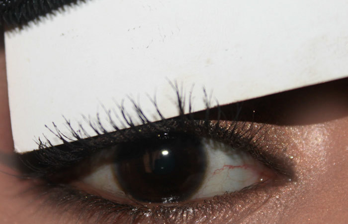 How To Do Eye Makeup With A Business Card (6)