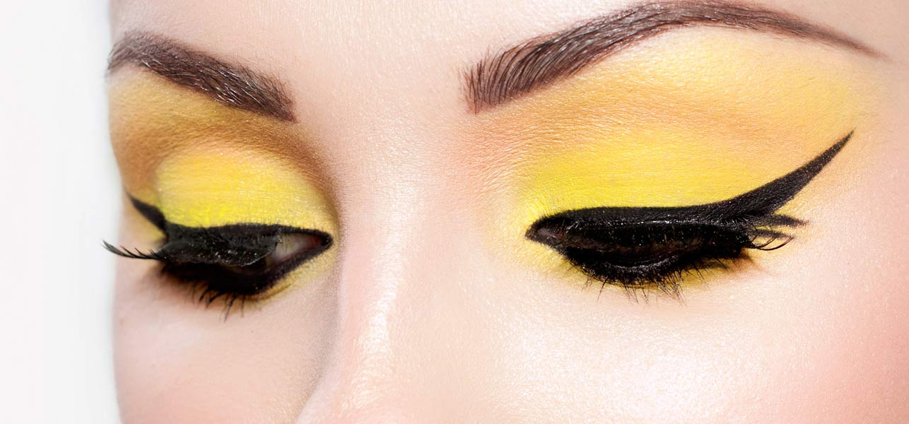 How to Create Perfect Winged Liner With Everyday Items