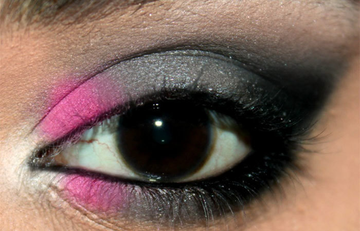 Sultry Pink and Grey Eye Makeup Look Tutorial (5)