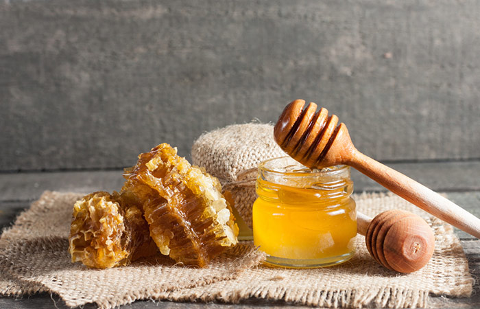 2. Honey And Olive Oil For Acne Scars