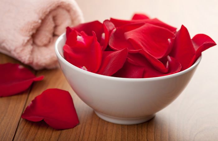 6. Rose Petals And Milk Pack