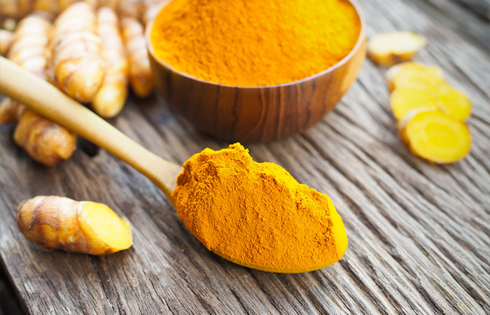 7. Turmeric And Olive Oil For Acne Scars