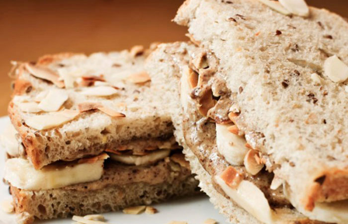 Low Calorie Lunch - Almond Butter And Banana Sandwich
