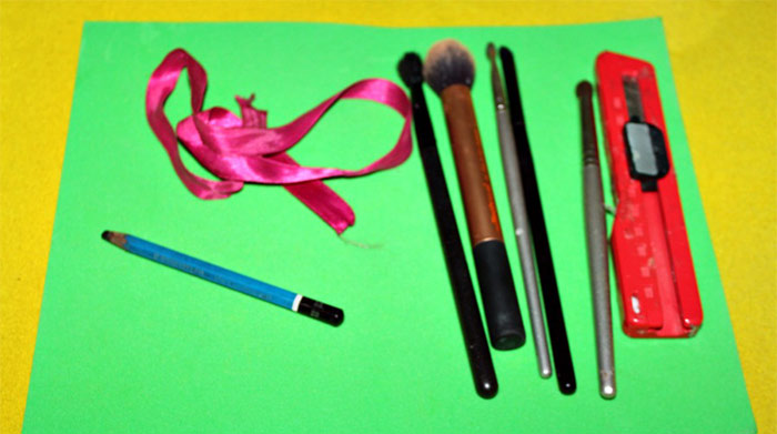 DIY How To Make Your Own Makeup Brush Storage Roll Easily At Home