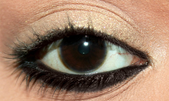 Prevent Eyeliner From Smudging - Powder The Lower Under Eye Area