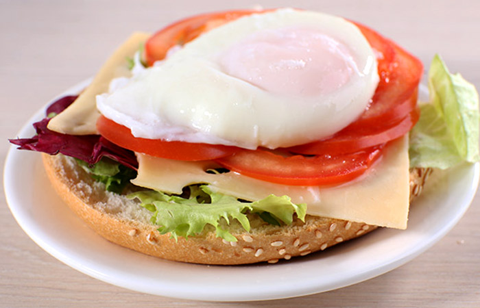 Low Calorie Lunch - Egg Tomato And Avocado Sandwich