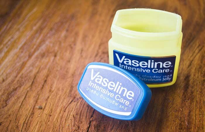 Ground Cinnamon And Vaseline Lip Plumper
