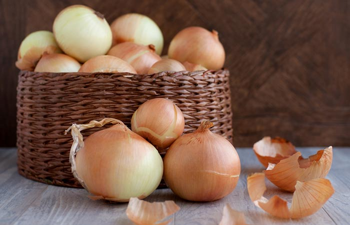 Onion-Juice-For-Dry-Scalp