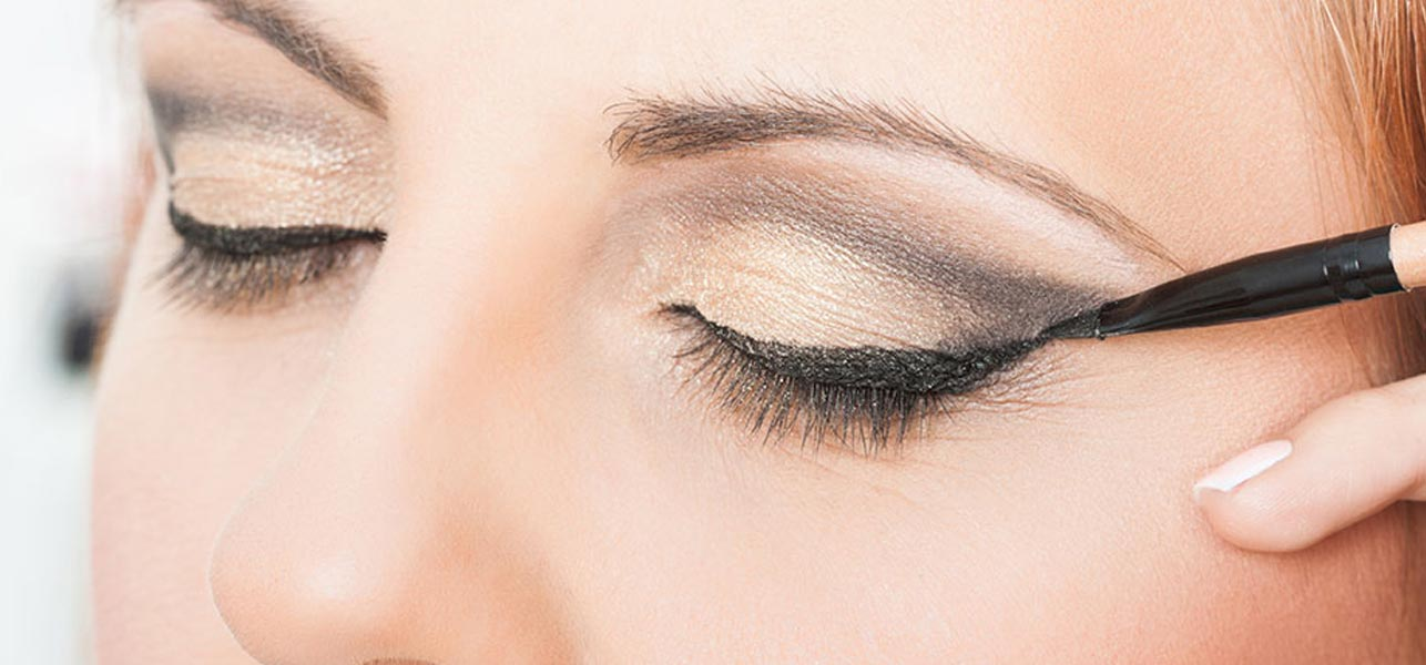 Simple Hack To Prevent Smudging Of Eyeliner – Tutorial With Detailed Steps