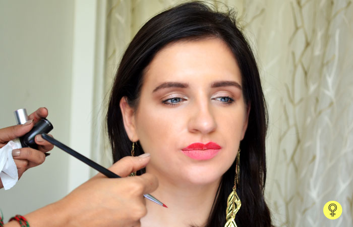 How To Get Perfect Lip Shape With Makeup? - Apply Lipstick