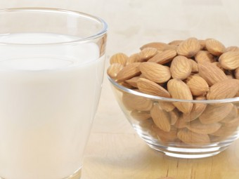 10-Serious-Side-Effects-Of-Almond-Milk