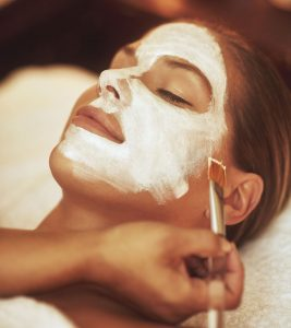 5 Wonderful Benefits Of Aromatherapy Facials