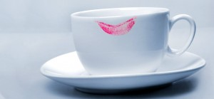 5 Amazing Tips To Avoid Lipstick Stains On Glasses And Collars