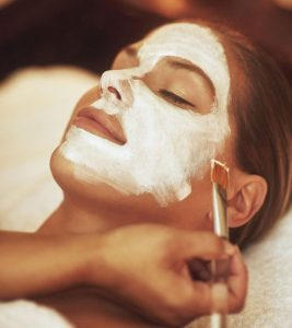 5 Wonderful Benefits Of Aromatherapy Facials