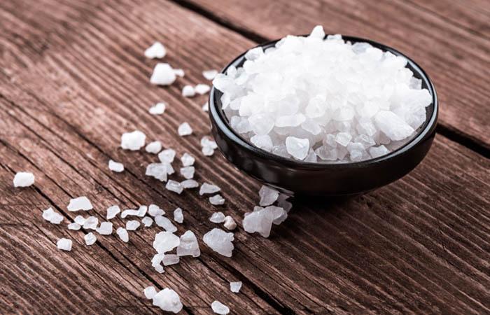 10. Decolorare i capelli con il sale