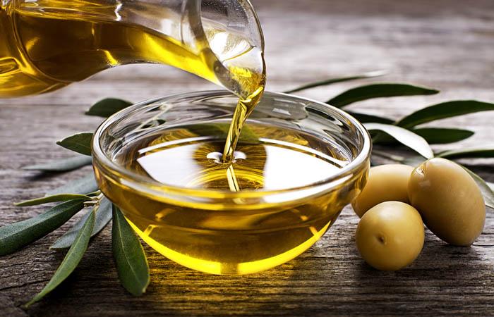 4. Decolorare i capelli con miele e olio d'oliva