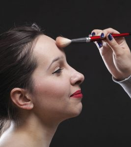 8 Useful Makeup Tips To Make Your Forehead Appear Smaller