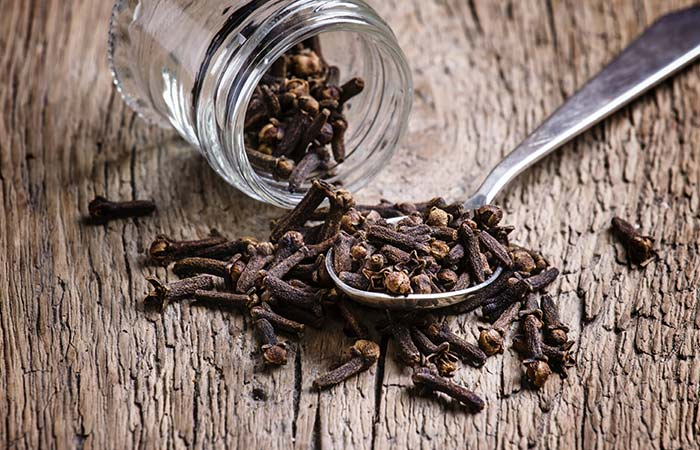 4. Castor Oil And Cloves For Stretch Marks